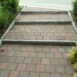 Treppenabgnag m. Klinker und Granitleistensteinen